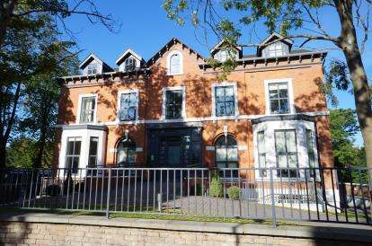 2 Bedrooms Flat for sale in Flat 9, 10 The Beeches, Manchester, Greater Manchester