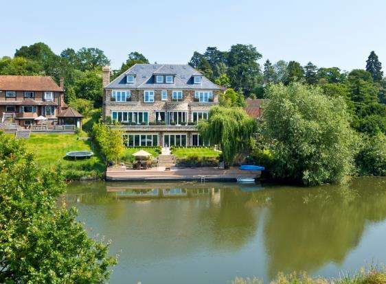 7 Bedrooms Detached House for sale in Esher, Surrey, .