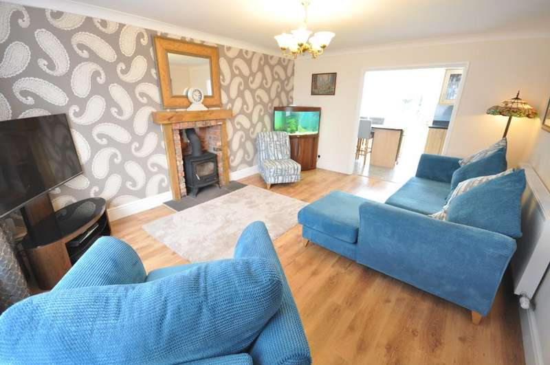 3 Bedrooms Detached House for sale in Kirby Drive, Freckleton, Preston, Lancashire, PR4 1ST