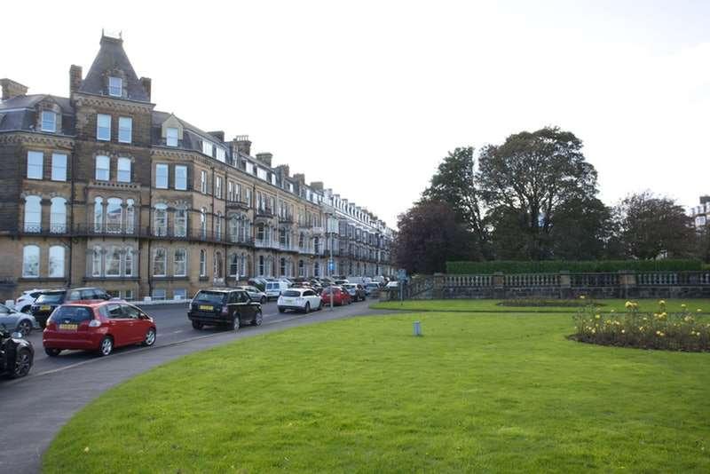 2 Bedrooms Flat for sale in Esplanade Gardens, Scarborough, North Yorkshire, YO11
