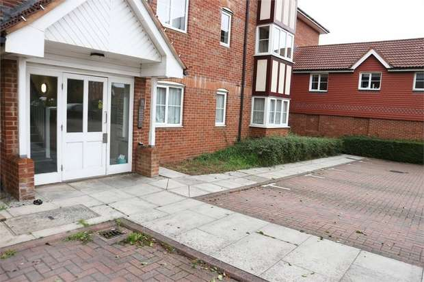 2 Bedrooms Flat for sale in Vancouver Road, Broxbourne, Hertfordshire