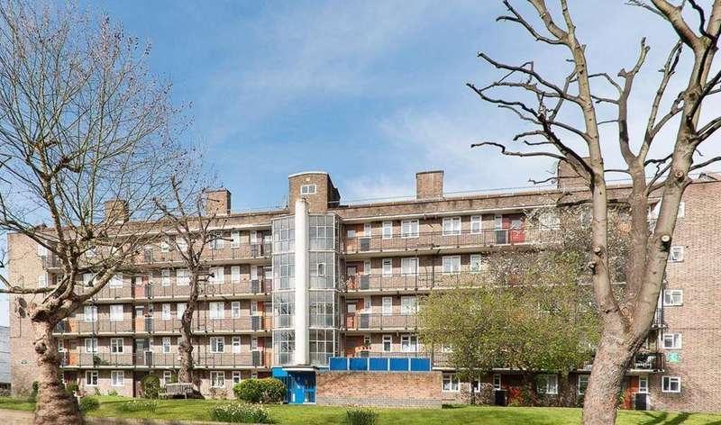 4 Bedrooms Flat for sale in Chesshunt House, Mortimer Crescent, Kilburn, NW6