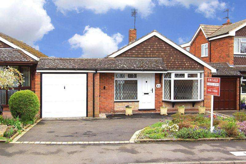2 Bedrooms Detached Bungalow for sale in BISHOPS WOOD White Oak Drive