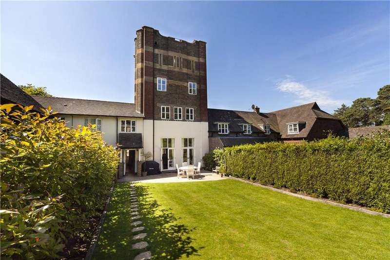 4 Bedrooms Mews House for sale in The Courtyard, Forest Grange, Forest Road, Horsham, RH12