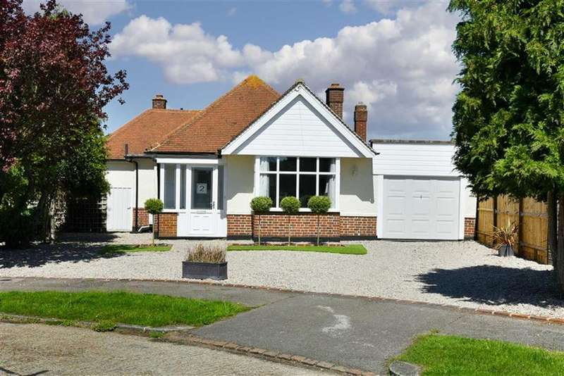 3 Bedrooms Detached House for sale in South Mead, Ewell, Surrey