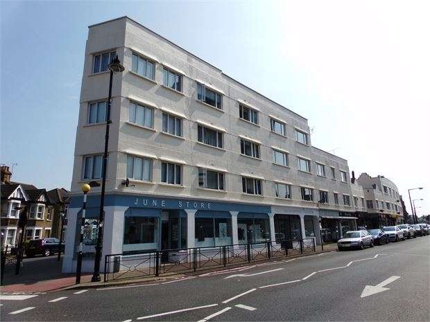 1 Bedroom Apartment Flat for sale in Rectory Grove, Leigh-on-Sea, Leigh-on-Sea, Essex. SS9 2HA