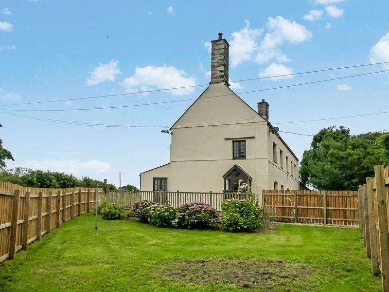3 Bedrooms Detached House for sale in Llandwrog