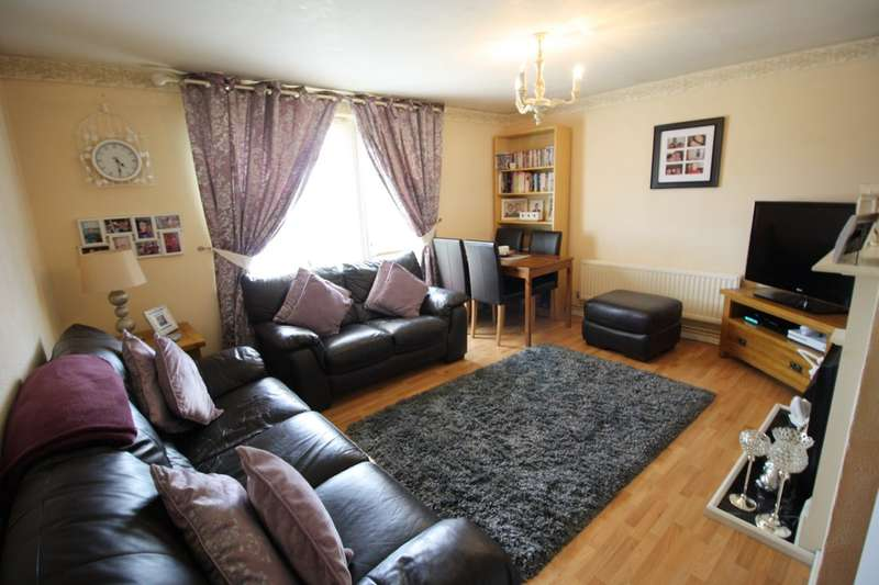 2 Bedrooms Flat for sale in Dacre Crescent, Aveley, South Ockendon
