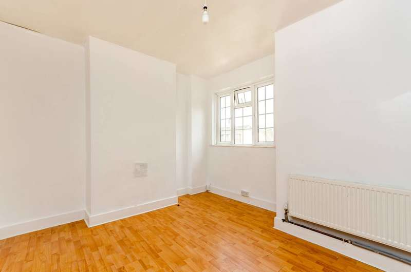 2 Bedrooms Flat for sale in Elder Gardens, West Norwood, SE27