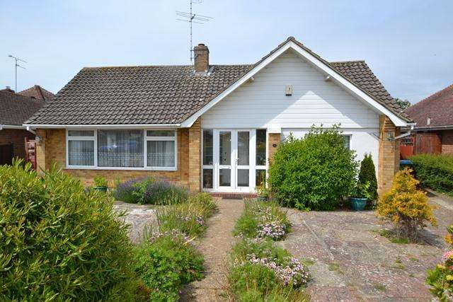 2 Bedrooms Detached Bungalow for sale in Westergate Close, Ferring, West Sussex, BN12 5DB