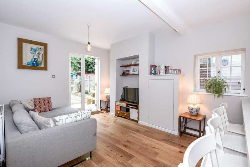 2 Bedrooms Flat for sale in North View Road, Crouch End