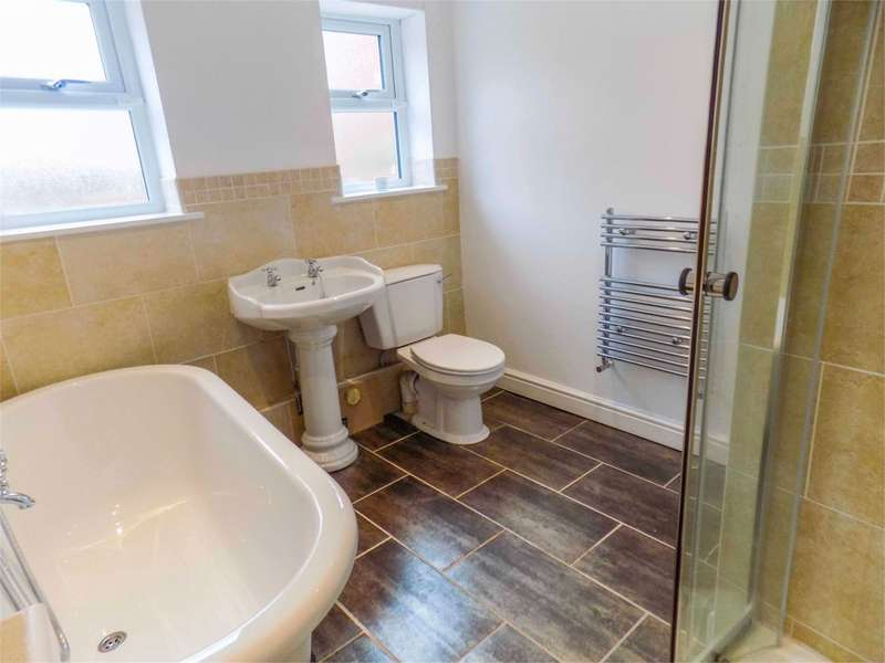 2 Bedrooms Apartment Flat for sale in Church Street, Westhoughton, Bolton, BL5