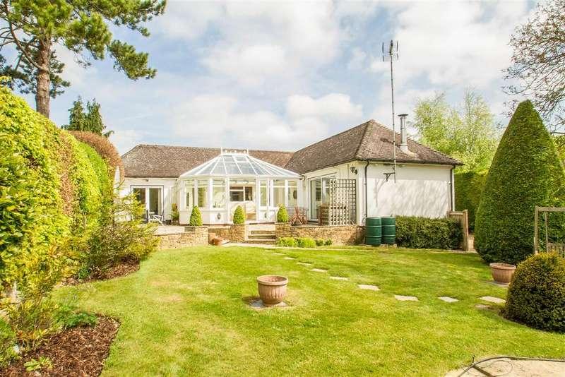 4 Bedrooms Bungalow for sale in Pilgrims Way, Harrietsham, Maidstone