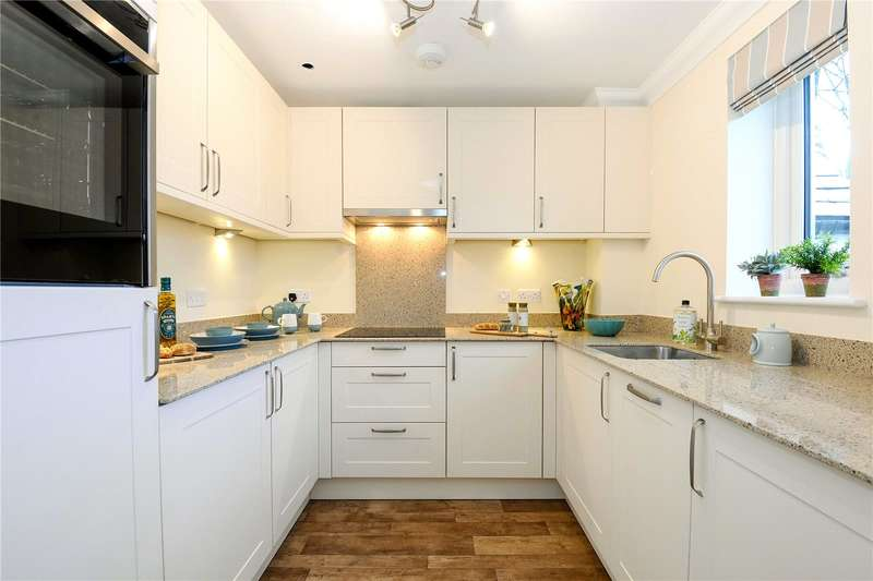 2 Bedrooms Flat for sale in London Road, Marlborough, Wiltshire, SN8