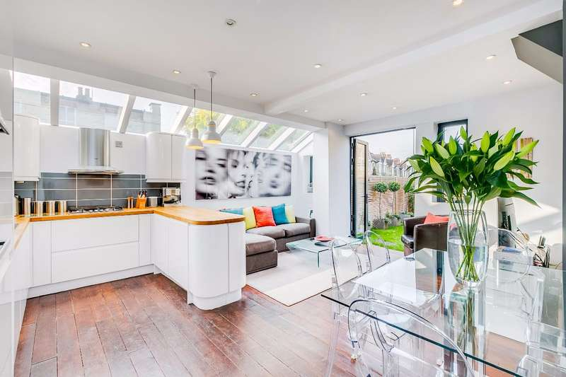 2 Bedrooms Maisonette Flat for sale in Winchester Road, St.Margaret's