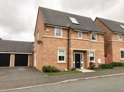 3 Bedrooms Detached House for sale in Sutton Avenue, Silverdale, Newcastle Under Lyme, Staffs