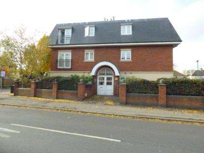 2 Bedrooms Flat for sale in Billet Lane, Hornchurch, Essex
