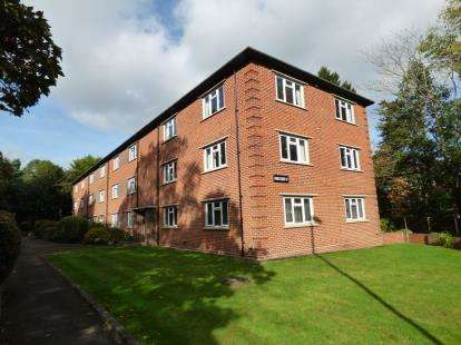 2 Bedrooms Flat for sale in Poole, Branksome Park, Poole