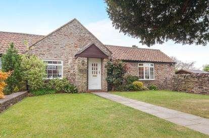 2 Bedrooms Bungalow for sale in Manor Court, Manor Grove, Mangotsfield, Bristol