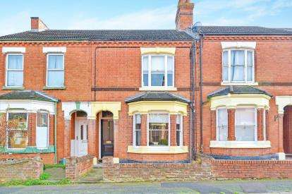 3 Bedrooms Terraced House for sale in Windsor Street, Wolverton, Milton Keynes, Buckinghamshire