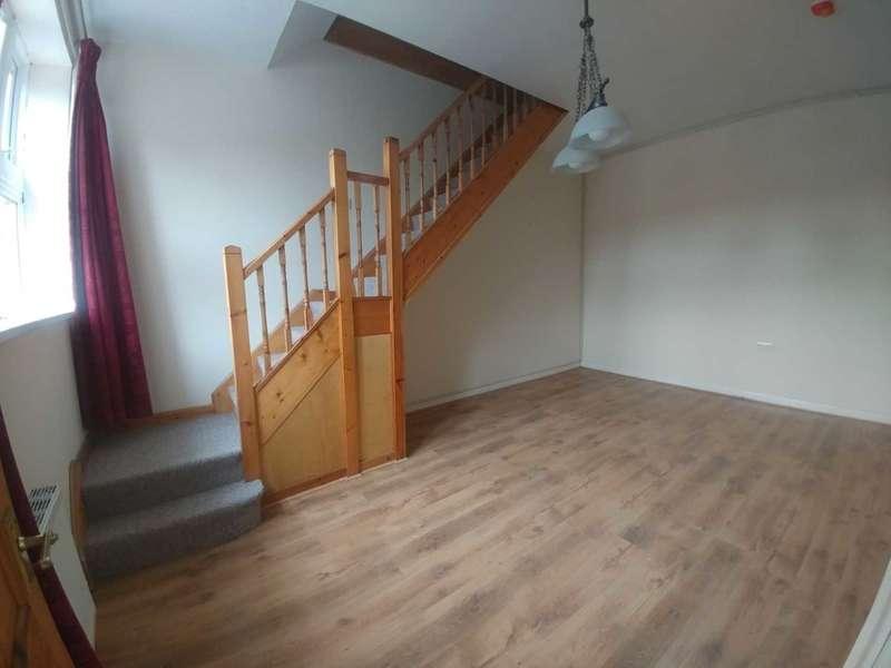 3 Bedrooms Terraced House for rent in Swansea Road, Pontardawe, Swansea