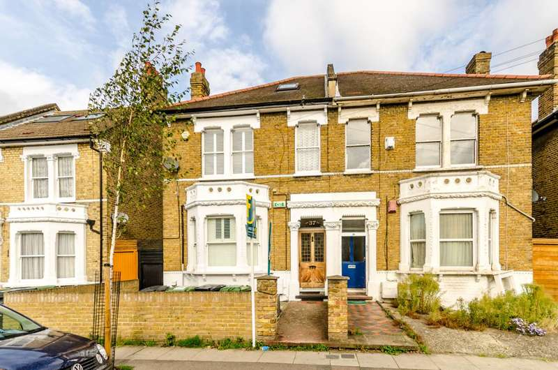 3 Bedrooms Flat for sale in Ringstead Road, Catford, SE6