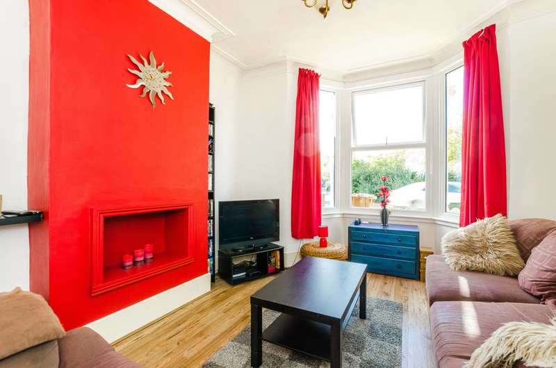 1 Bedroom Flat for sale in Lincoln Street, Leytonstone, E11