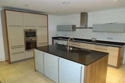 2 Bedrooms Flat for rent in Ibbotsons Lane, L17