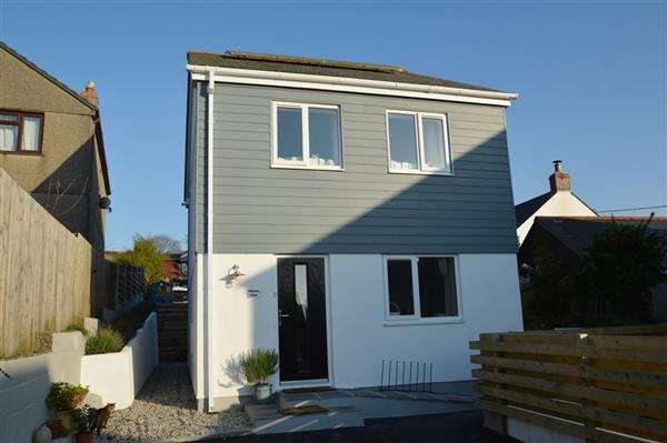2 Bedrooms Detached House for sale in CARNKIE, HELSTON