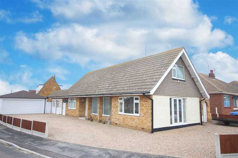 3 Bedrooms Bungalow for sale in Aragon Close, Clacton-On-Sea