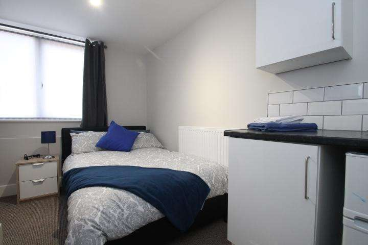 6 Bedrooms House Share for rent in Brook St, Sedgley, Dudley