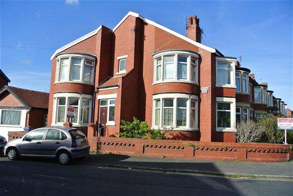 3 Bedrooms Semi Detached House for sale in Kingsland Grove, Blackpool