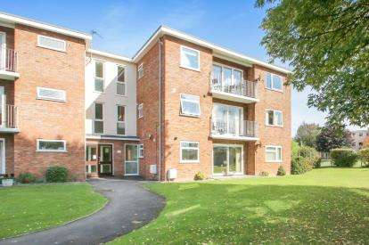2 Bedrooms Flat for sale in Burchs Close, Galmington, Taunton