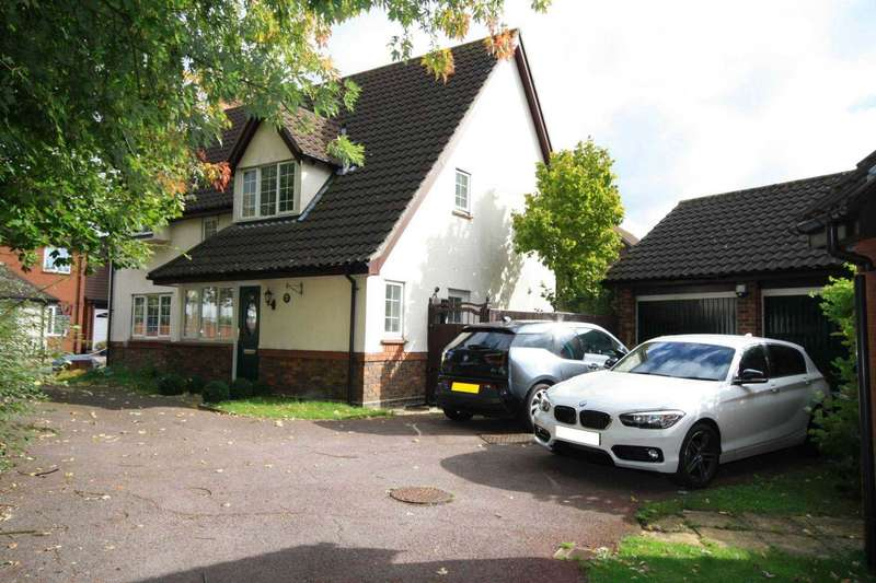 4 Bedrooms Detached House for sale in The Pines, Steeple View