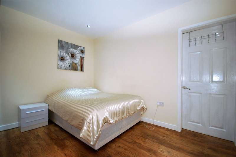 2 Bedrooms Semi Detached Bungalow for sale in Harcourt Road, Blackpool