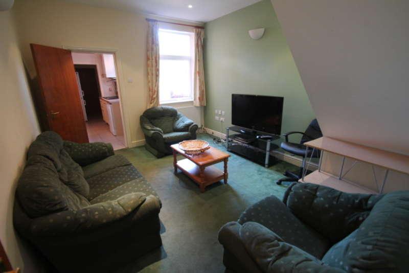 5 Bedrooms Terraced House for rent in Warwards Lane, Selly Oak, B29