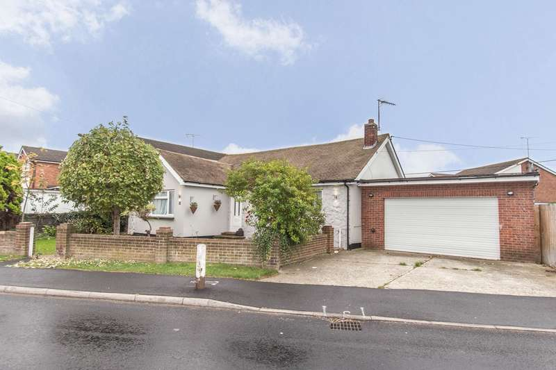3 Bedrooms Detached Bungalow for sale in Mornington Road, CANVEY ISLAND, SS8