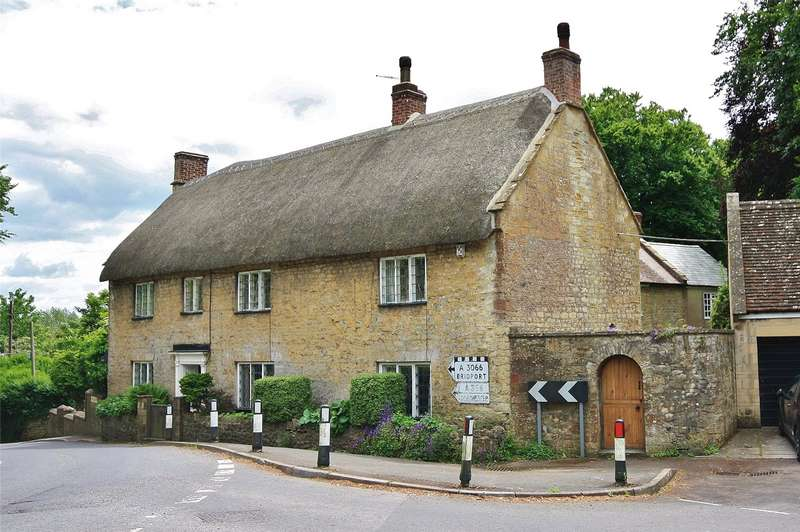 3 Bedrooms House for sale in Middle Street, Misterton, Crewkerne, Somerset, TA18