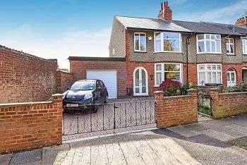 3 Bedrooms Terraced House for sale in The Crescent, Phippsville, Northampton, NN1 4SB