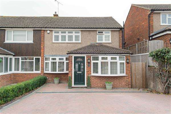 3 Bedrooms Semi Detached House for sale in Saxon Close, Northfleet, Gravesend