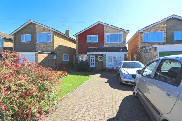 5 Bedrooms Detached House for sale in Manor Way, Polegate, BN26