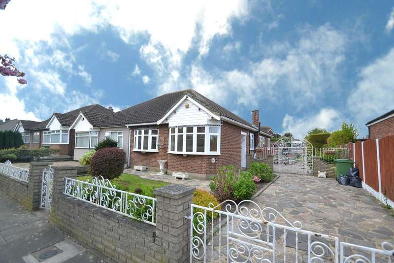 3 Bedrooms Semi Detached Bungalow for sale in Lodge Lane, Collier Row