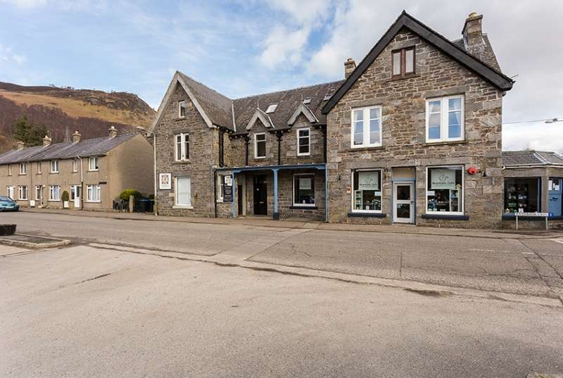 5 Bedrooms Town House for sale in Main Street, Kinloch Rannoch, Perthshire, PH16 5PF