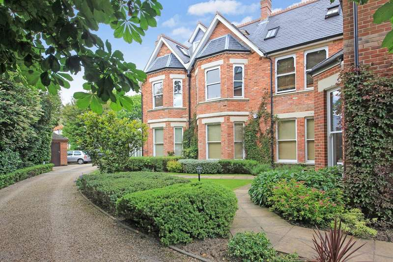 2 Bedrooms Flat for sale in Dean Park