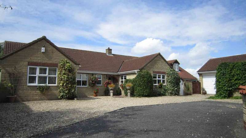 4 Bedrooms Bungalow for sale in Viking Way, Waddington, Lincoln, LN5 9RA