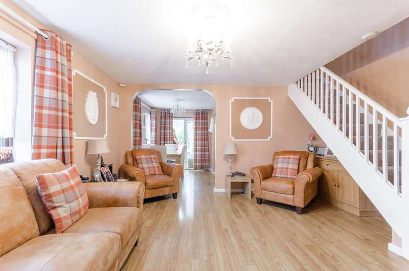 3 Bedrooms Terraced House for sale in Hickman Close, Beckton, E16