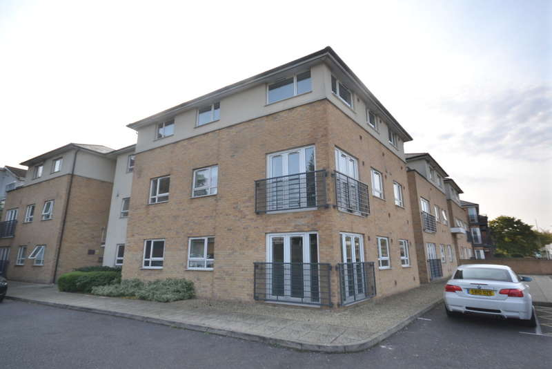 2 Bedrooms Flat for sale in The Uplands, Bricket Wood