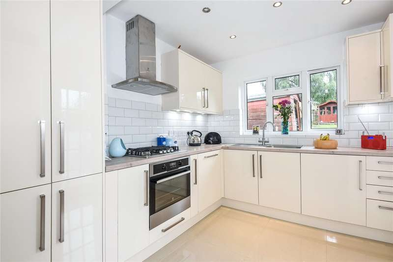 3 Bedrooms Semi Detached Bungalow for sale in Links Way, Croxley Green, Hertfordshire, WD3