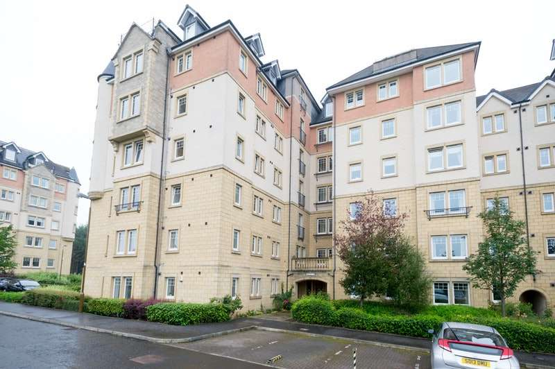 2 Bedrooms Flat for sale in Eagles View, Livingston, West Lothian, EH54