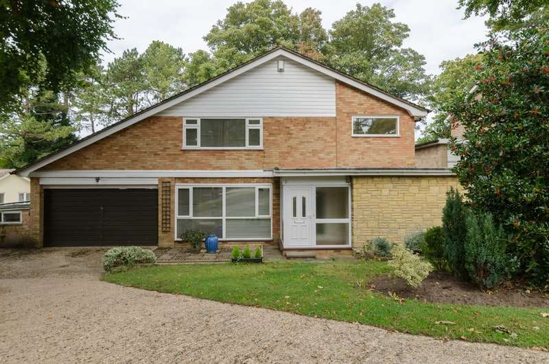 4 Bedrooms Detached House for sale in Woodhyrst Gardens, Kenley, Surrey, CR8